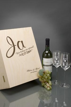 Weisswein-Set mit Gravur als Hochzeitsgeschenk