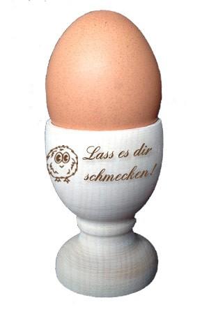 Eierbecher mit Küken und Text